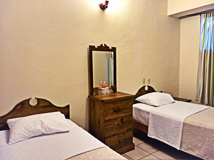 habitación triple hotel central Juchitán Oaxaca México